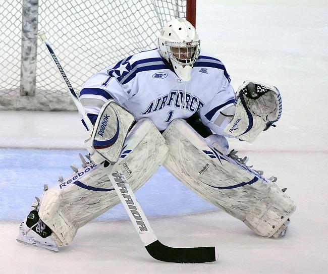 S hokejovou výstrojov sa hrá hokej ľahšie