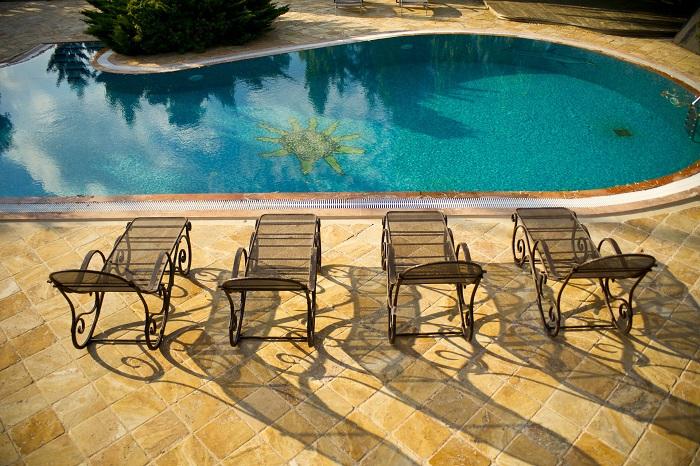 Murovaný bazén príjemne osvieži